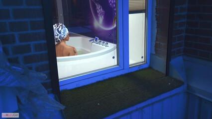 Большая ванна дает возможность трахаться прямо в ней!