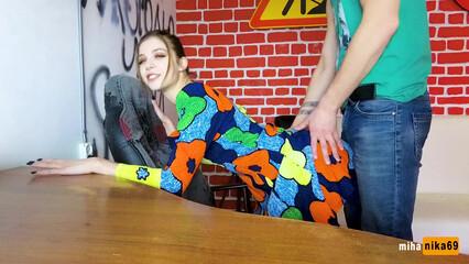Молодая русская девушка готова трахаться днем и ночью